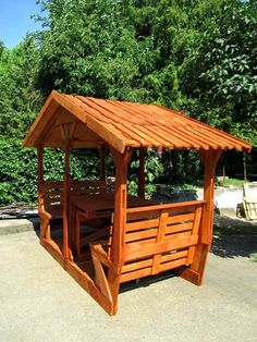 raklapból... Garden In The Woods, Home And Garden, Diy Gazebo, Coffee Shop Design, Patio Design, Picnic Table, Wood Crafts, Recycling, Sweet Home