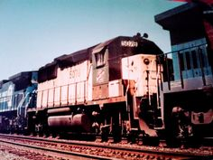 Chicago &North Western GP50 5078 mixed in with a westbound CONRAIL freight in Finderne N.J 4/95