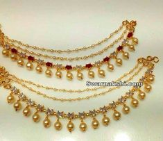 kaan k sahaarey Gold Jhumka Earrings, Gold Earrings Designs, Gold Jewellery Design, India Jewelry, Ear Jewelry, Gold Jewelry, Beaded Jewelry, Indian Wedding Jewelry, Bridal Jewelry