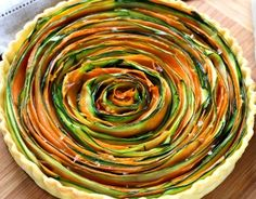 If you have a little time on your hands, why not try this gorgeous spiral vegetable tart? Ratatouille, Pesto, Vegetable Tart, Leftover Mashed Potatoes, Shredded Zucchini, Potato Cakes, Grated Cheese, Tray Bakes, Yummy Cakes