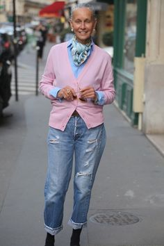 Torn Jeans and Cashmere — Linda V Wright Mature Fashion, Fashion Mode, Fashion Over 50, Look Fashion, Fashion Trends, Street Fashion, Lolita Fashion, Mode Outfits, Casual Outfits