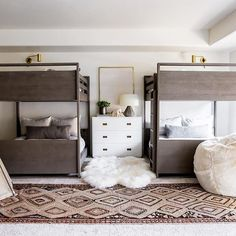 Sharing 7 ways to style vintage rugs on Beckiowens.com!  Love this one from @kayakilims in our #hebercityproject bunk room -- also this weeks favorites are up on the blog today!  @lindsay_salazar_photography Collab with @jamiebellessa