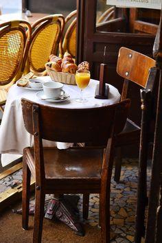 Cafe La Palette, Paris - our personal favorite cafe in Paris ⚜️⚜️⚜️ Cafe Bar, Cafe Bistro, Cafe Shop, Bakery Cafe, Nespresso, Mein Café, Art Cafe, Café Restaurant, Art Deco Tiles