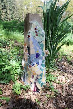 Mosaikstele+für+den+Garten+von+Christels+Mosaike+auf+DaWanda.com