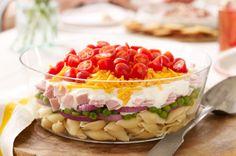 Salade de pâtes étagée - Une présentation et un goût printaniers qui donnent envie de recommencer à recevoir !