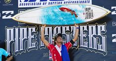2010 Pipe Masters champion, Jeremy Flores with the trophy surfboard by Gerry Lopez and Phil Roberts Julian Wilson, John John Florence, World Surf League, Surfboard Art, Iconic Photos, Special Events, Champion, Surfing, Surf