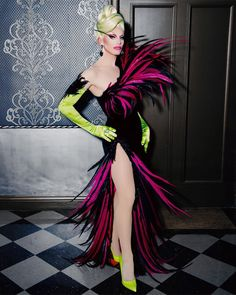 🦜 don't pluck it up! 💕 backstage shot of my red carpet look for the @rupaulsdragrace #Season11 Finale 🎾 look by @garosparo 🌷 hair by…