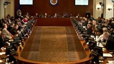 La Organización de Estados Americanos aprobó por mayoría, tras más de nueve horas de debate, una resolución manifestando su rechazo a los hechos que afectaron la semana pasada al avión presidencial de Bolivia en Europa. Por este motivo, llamó