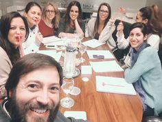 Fin del Curso por hoy. Ha sido un día super intenso que se nos ha pasado volando....¡no quiero que llegue mañana! ¡Sois maravillosas, chicas! :) ¡que suerte haberos conocido!  Mañana más y mejor.  Y ahora...¡que tiemble Sevilla!  Ali LOVE #yosoyLover #love #amor #happy #feliz #curso #inlove #handmade #health #healthy #viaje #vegano #blog #boda #blogger #bodas #deco #design #dinner #Sevilla #ofitienda #ondaCádiz #candybar #tren #formacion #alumnas #tequiero