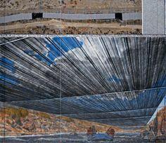 """Over the River (PProyecto para el Río Arkansas, Estado de Colorado). Dibujo 2012 en dos partes 15 x 65"""" y 42 x 65"""" (38 x 165 cm y 106.6 x 165 cm)  Lápiz, carboncillo, pastel, lápiz de cera, pintura de esmalte, fotografía aérea con elevaciones topográficas y muestra de tela. Fotografía © André Grossmann © 2012 Christo Ref. # 58."""