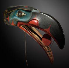 A Kwakiutl raven mask, British Columbia, Northwest Coast. This is amazing - it looks like the sun would roll forwards as the mouth opens. Arte Inuit, Arte Haida, Haida Art, Inuit Art, Native American Masks, American Indian Art, Arte Tribal, Tribal Art, Totems