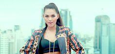 Yellow Claw - Till It Hurts ft. Ayden (Video Klip 2014)  Şarkı Sözleri (lyrics):  Hold me tight, read my lips  Don't need a word to say  Lay me down, blow my...