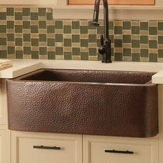 Best Farmhouse Themed Copper Sinks!  We love apron-front copper sinks in a kitchen because they are large and beautiful. White Farmhouse Sink, Copper Farmhouse Sinks, Farmhouse Aprons, Farmhouse Sink Kitchen, Copper Kitchen, Kitchen Sink, Copper Sinks, Farmhouse Decor, Concrete Sink
