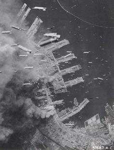 Бомбардировка японского города Кобе, 1945 год.