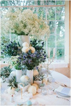 White blue floral display | Image by Malvina Photo on French Wedding Style