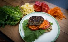 How to eat a whole foods diet on a tight budget - here's how you can eat great food and not break the bank. thanks to our resident nutritionalist, Georgia at Well Nourished - eating healthy, healthy recipes, how to eat well Healthy Hamburger Recipes, Raw Food Recipes, Dinner Recipes, Healthy Recipes, Simple Recipes, Healthy Dinners, Whole Food Diet, A Food, Childrens Meals