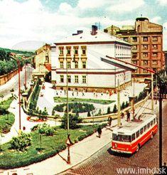 Námestie 1. mája, sem chodila na ZŠ moja mama a nepamätám si túto školu v takejto podobe so školským dvorom Highlights, Bratislava Slovakia, Old Photos, Street View, Europe, Retro, Travel, Pictures, Travel Advice