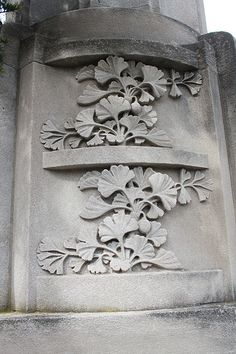 Gingko leaves carved into a stone column at the Brooklyn Botanic Garden