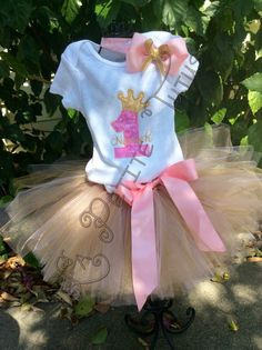 Custom birthday outfit in pink and gold, perfect for that little princess! Comes in sizes up to 5T with corroonding numbers for whichever birthday they are having. *skirt lengths are as follows in inches. Size. Waist. Length. ---------------------------------------------------------- 6-12 mos. 16 in 7 in 12-18 mos. 16.5 in. 8 in 18-24 mos. 17 in. 9 in 2t. 18 in 10 in 3t. 19 in. 11 in 4t. 20 in. 12 in 5t. 21 in. 13 in 6. 22 in. 14 in  If you have a need by date please leave it in the notes. I…