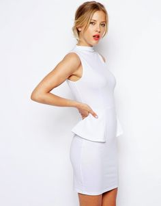 Nathalie Hernández : White Dress...