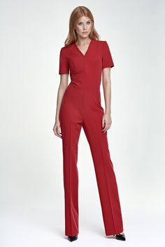 elastaan 5 % polyester 60 % Viscosa 35 % Maat lengte Hoogte rise Heupbreedte Gordelbreedte... Pink Jumpsuit, Short Jumpsuit, Jumpsuit With Sleeves, Coco Fashion, Fashion 2020, Mode Chic, Red Shorts, Playsuits, Places