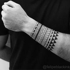 """Tatuagem feita por <a href=""""http://instagram.com/felipeblackink"""">@felipeblackink</a> Bracelete Samoa freehand Felipe Soares Tatuador/Tattoo Artist Led's Tattoo av. Ibirapuera 3478, São Paulo Contato⤵ felipesoarestattoo@gmail.com www.facebook.com/felipeblackink"""