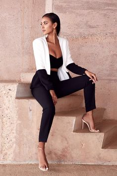 I want to use this look to influence my more glamorous look as it is sophisticated and with the right clothes, classy Classy Outfits, Trendy Outfits, Cute Outfits, Photography Poses Women, Fashion Photography, Fashion Poses, Fashion Outfits, Elegantes Outfit, Mode Editorials