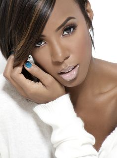 This lip on Kelly Rowland is really giving me what I need!