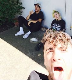 Zac Farro is back in the band. This is Paramore!