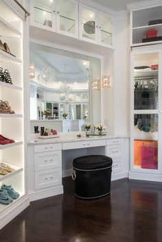 Would like a table and chair/mirror area like this in walk in to do hair/makeup ect Walk In Closet Design, Bedroom Closet Design, Master Bedroom Closet, Closet Designs, Dressing Room Closet, Dressing Room Design, Dressing Rooms, Dream Closets, Dream Rooms