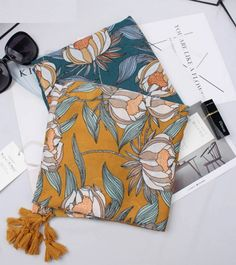 Γυναικείο floral printed κασκόλ Τιμή 19.00€ & Δωρεάν μεταφορικά με αγορές άνων των 30€!! <-----------------------------------------> Price 19.00€ & Free shipping!!!!! #Greece #handmade #steel Cheap Scarves, Style Ethnique, Fall Winter, Autumn, Bohemian Design, Designer Scarves, Brand Store, Yellow Print, Scarf Styles