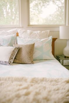 A luxurious bedroom with a fun mint duvet set and gold accents by Glitter Guide's Taylor Sterling! Bedroom Bed, Bedroom Decor, Bedrooms, Master Bedroom, Bed Springs, Slumber Parties, Duvet Sets, Modern Bedroom, Apartment Living