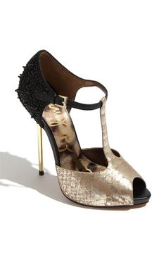 I have to honestly say, from heels to flats, Sam Edelman knows how to make a beautiful women's shoe. (Sam Edelman - Scarlett in Gold Snake)