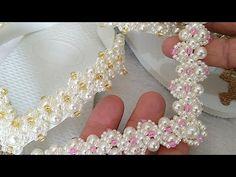 Vocês Querem? Deixem Comentários Abaixo   Cícero Alencar - YouTube Seed Bead Flowers, Beaded Flowers, Decorating Flip Flops, Beaded Sandals, Beaded Jewelry Patterns, Bead Crochet, Diy Necklace, Sock Shoes, Jewelery