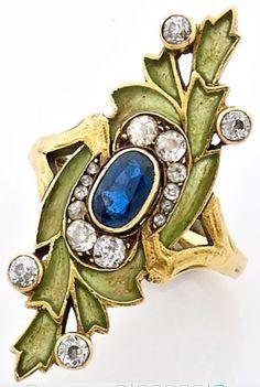 A SAPPHIRE, DIAMOND AND YELLOW GOLD  ART NOUVEAU RING. CIRCA 1900.