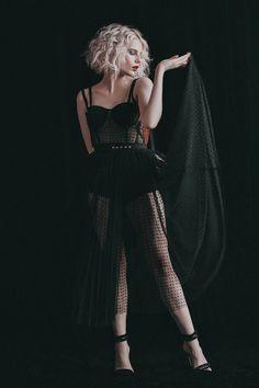 Lucy Boynton was born January 1994 in New York, New York and is an American-born English actress Shirley Jackson, Lucy Boynton, Estilo Rock, Vogue, Famous Women, Iconic Women, Celebs, Celebrities, Lady