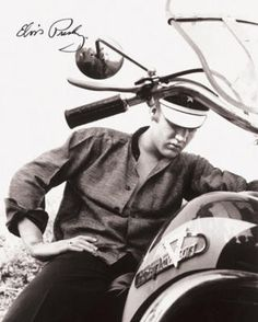 Elvis Presley Motorcycle Harley Davidson Wertheimer Collection Retro Vintage Tin Sign ** You can get more details by clicking on the image. Elvis Presley, Priscilla Presley, Graceland Elvis, Lisa Marie Presley, Michael Buble, Pete Wentz, Harley Davidson, James Dean, Mississippi