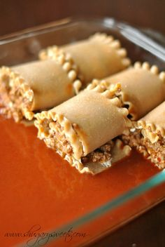 KEEPER - Enchilada Beef Rollups: a delicious dinner that pleases the pasta lovers and mexican food lovers! Mitchell Mitchell Sweets (needs more sauce to pour on top. Mexican Dishes, Mexican Food Recipes, Beef Recipes, Cooking Recipes, Recipies, I Love Food, Good Food, Yummy Food, Great Recipes