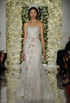 Sweetheart Lace Fit-n-Flare | Reem Acra Wedding Dresses Fall 2015 | Maria Valentino/MCV Photo | Blog.theknot.com