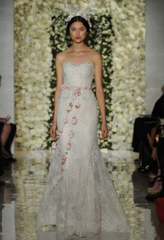 Sweetheart Lace Fit-n-Flare | Reem Acra Wedding Dresses Fall 2015 | Maria Valentino/MCV Photo | Blog.theknot.com