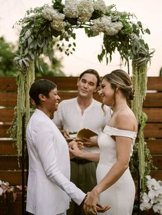 How To Have A Fabulous Micro Backyard Wedding Lesbian Wedding, Wedding Pics, Wedding Styles, Wedding Ceremony, Wedding Day, Elopement Wedding, Wedding Beach, Casual Wedding, Low Key Wedding