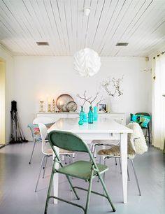 (via Golden White Decor - California Fashion and Design Inspiration) Deco Turquoise, Dining Room Paint Colors, Sweden House, Piece A Vivre, Scandinavian Home, White Decor, House Colors, Interior Inspiration, Design Inspiration