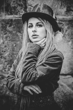 2017 | industriální kráska  #tfp #portrait #photography #photoshoot #photo #inexpertphoto #bronz #mood #moodphoto #moodphotography #fotograf #photomodel #czechgirl #nicegirl #tajmnákráska #portrétnífotografie #portrétnífoto #steampunk #mogirl #momag #fairytale #dreads