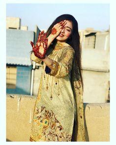 Cute Girl Poses, Girl Photo Poses, Girl Photos, Cute Girls, Girl Pictures, Asian Wedding Dress Pakistani, Pakistani Fashion Party Wear, Teenage Girl Photography, Girl Photography Poses