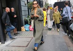 Phil Oh's Best Street Style Photos From London Fashion Week: Phil Oh is on the ground in London shooting the best looks outside Burberry, JW Anderson, and more of the top shows. Street Style 2018, Autumn Street Style, Street Style Looks, Street Style Women, Daily Fashion, Fashion Photo, Fashion Weeks, Fashion Pictures, Style Pictures