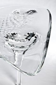 Liquid glacial table - design by Zaha Hadid Zaha Hadid Design, Table Furniture, Cool Furniture, Furniture Design, Acrylic Furniture, Glass Furniture, Interior Architecture, Interior And Exterior, Unique Desks