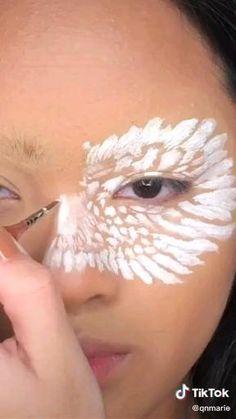 Face Paint Makeup, Eye Makeup Art, Bird Makeup, Crazy Makeup, Pretty Makeup, Helloween Make Up, Amazing Halloween Makeup, Animal Makeup, Eye Makeup Designs
