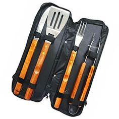 Kit K092 1 Faca, garfo, espatula e pinça.     1 Embalagem para o kit em vinil com ziper.     Medidas embalagem 43 x 15,5 x 6 cm.