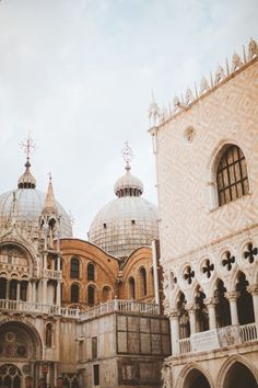 Stone Architecture of Venice Italy | photography by www.nomadic-habit...