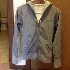 Nike sweater .! In really good conditions .! Worn a couple of times. No rips or holes Nike Sweaters